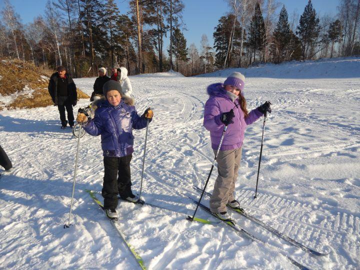 «Гонка с форой» подвижная игра на снегу