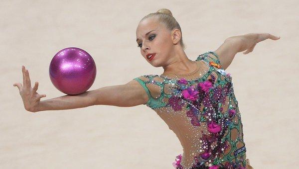 Упражнения с мячом в художественной гимнастике