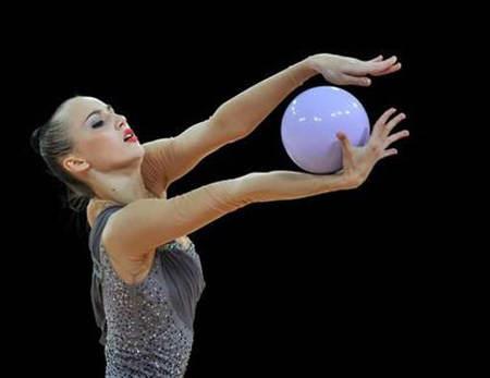 Махи мячом в художественной гимнастике
