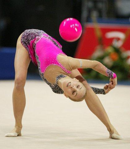 Отбивы мяча в художественной гимнастике
