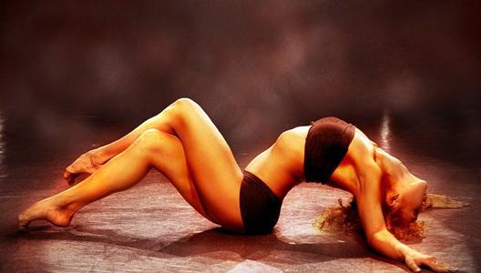 «Волна» туловищем в художественной гимнастике