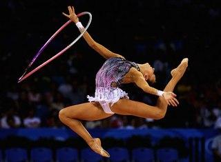Махи обручем в художественной гимнастике