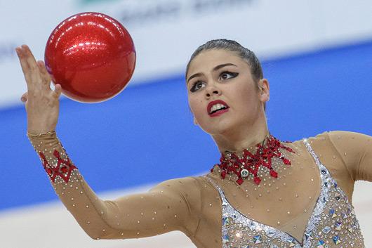 Восьмерки с мячом в художественной гимнастике
