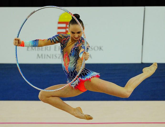 Повороты с обручем в художественной гимнастике