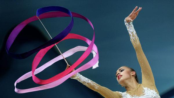 Махи и круги лентой в художественной гимнастике